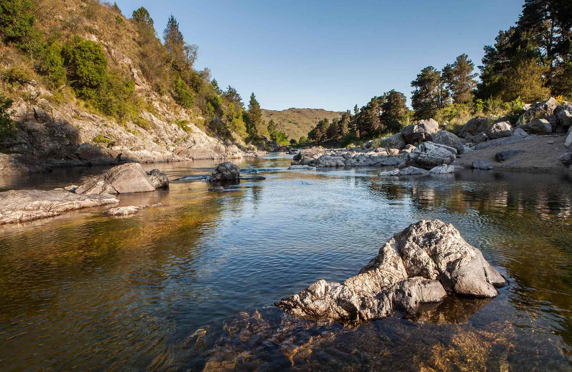 Nadar en Sus rios y ollas de aguas cristalinas.. Foto 1