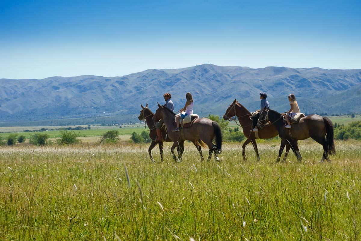 Cabalgatas, paseos a caballo. Foto 1