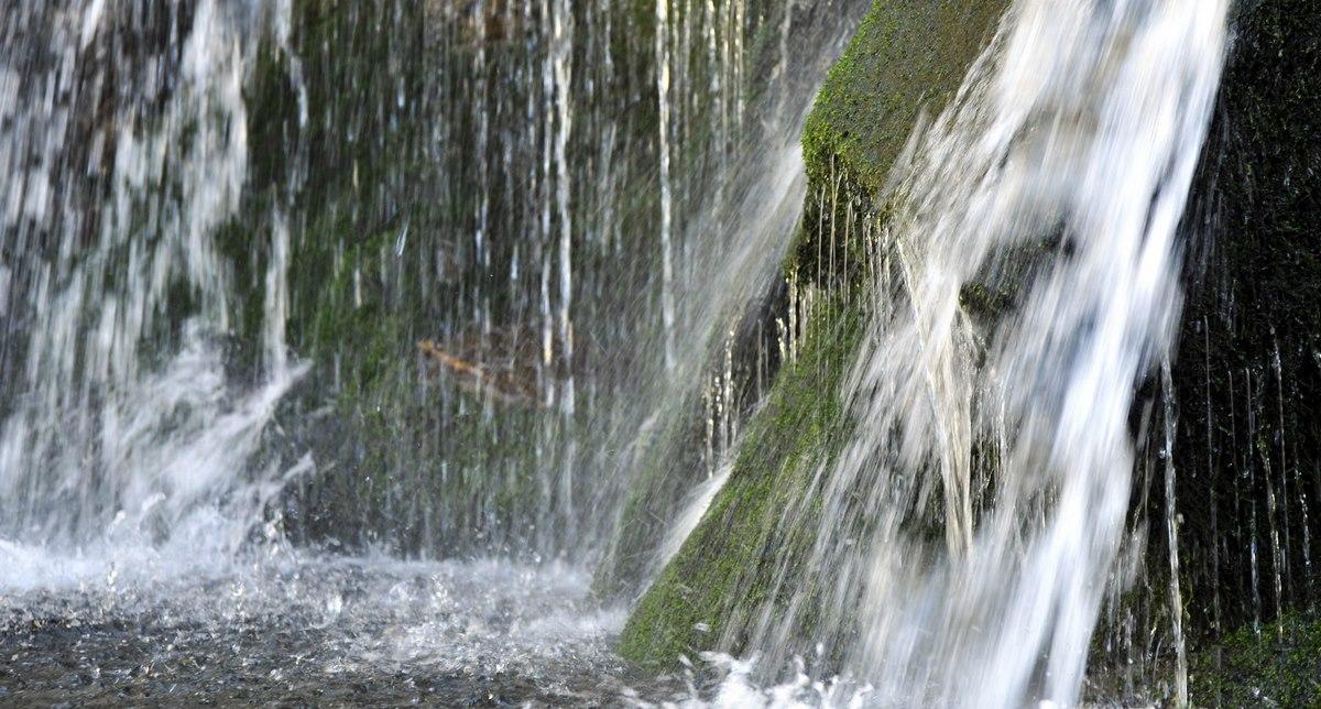Al visitar La Cumbrecita, hay muchos rios y arroyos, con cascadas de agua cristalina y ollas donde refrescarse, o simplemente gozar del ruido del agua que desciende de la montaña... Foto 1